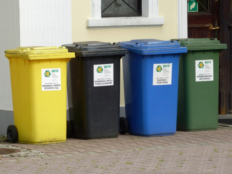 śmieci uwaga na żółtą kartkę