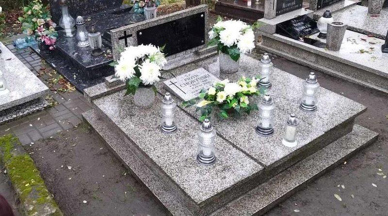 1 listopada ciemno na cmentarzach