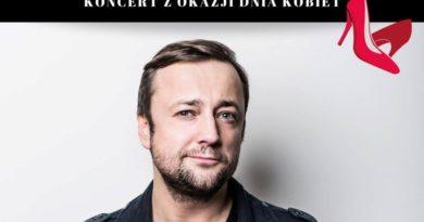 Czesław Mozil na Dzień Kobiet
