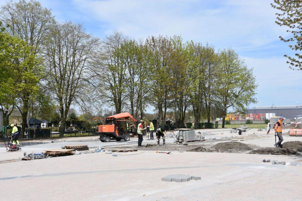 Trwa budowa parkingu przy cmentarzu